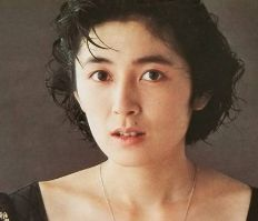 二谷友里恵の娘である次女・新子、長女・薫子はテレビ局社員!現在を追ってみた!